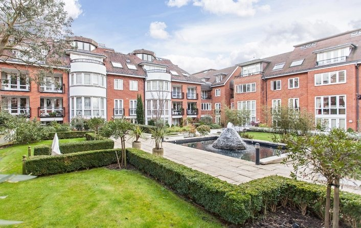 Flat for sale in Kidderpore Avenue, Hampstead