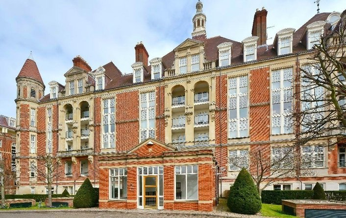 Flat to rent in Frognal Rise, Hampstead