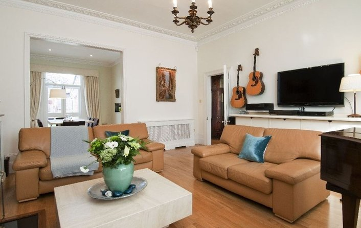 House to rent in Nassington Road, Hampstead
